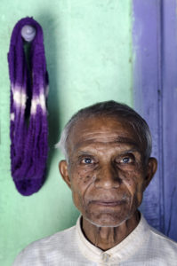 Premji Hari Manvar, Weaver. Photo by Tim Smith.